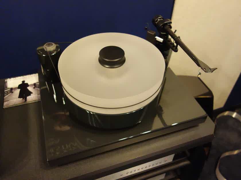 Pro-Ject RM10 Including speedbox and acrylic cover