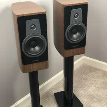 Dynaudio Contour 20s - Walnut Finish - w/ Black Stand 6...