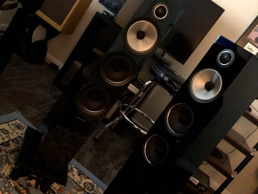 Bowers & Wilkins (704 - S2)