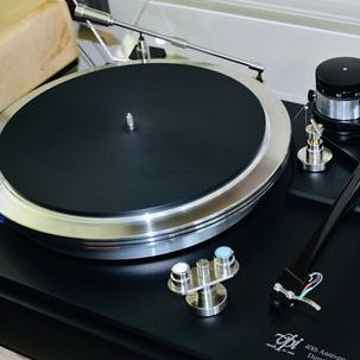 IntegrityHiFi Tru-Kleen Deluxe Stylus Cleaner in action