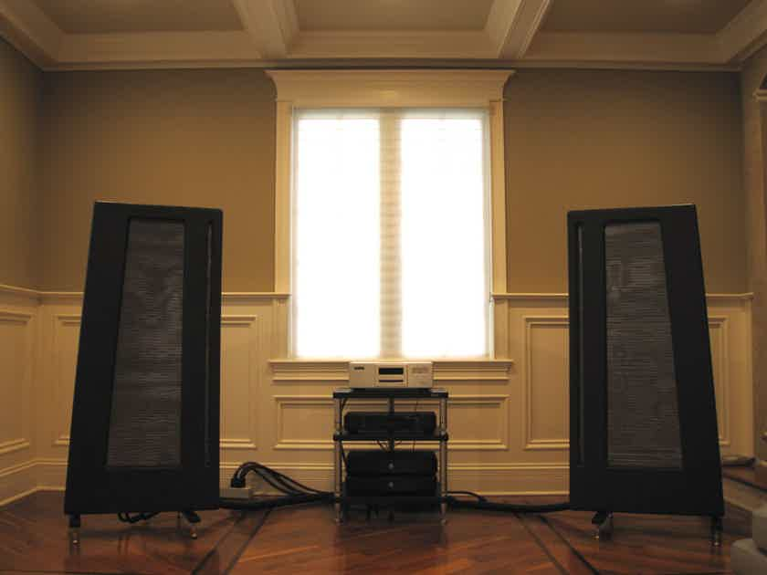 Apogee Acoustics Duetta Signature with Mye Stands
