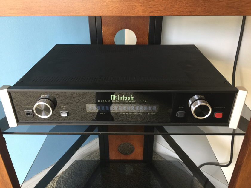 McIntosh  D-100 Digital Preamplifier