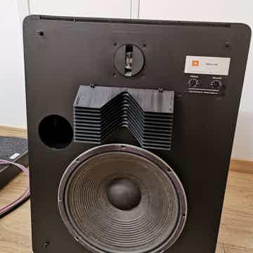 JBL L300