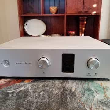 Luxman C 600f Control amplifier w/remote