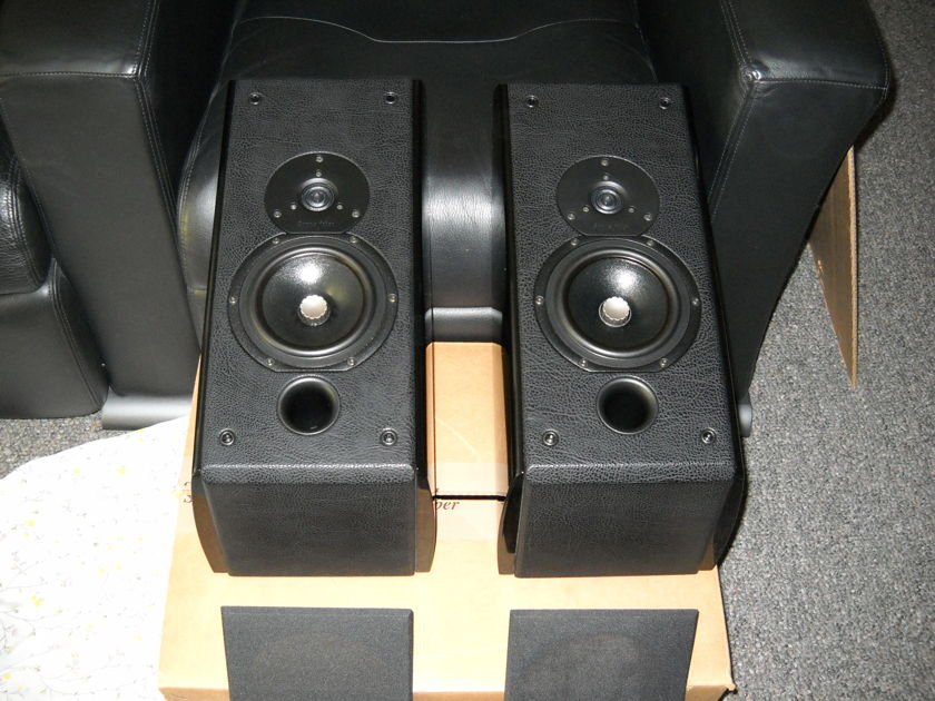 Sonus Faber Wall Domus Speakers Piano Black