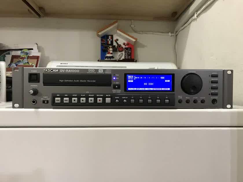 ---TASCAM  DV-RA1000 CD,DSD RECORDER