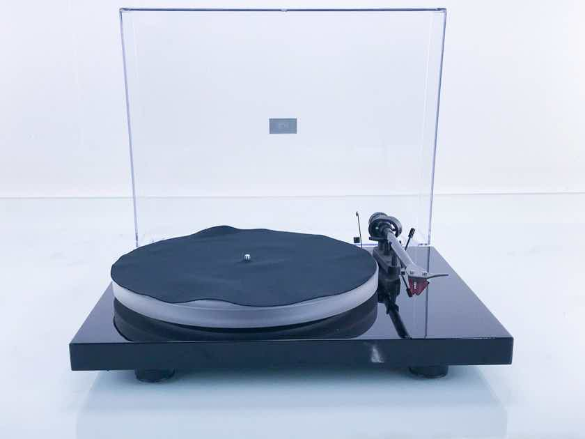 Pro-Ject Debut Carbon DC Belt Drive Turntable Ortofon 2M Red Cartridge (16812)