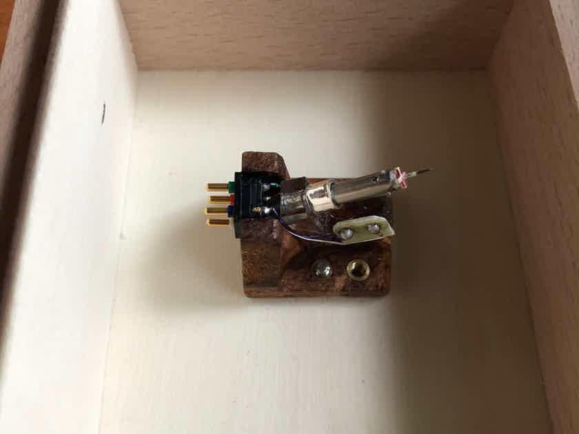 van den Hul Colibri Stradivarius XGW - new