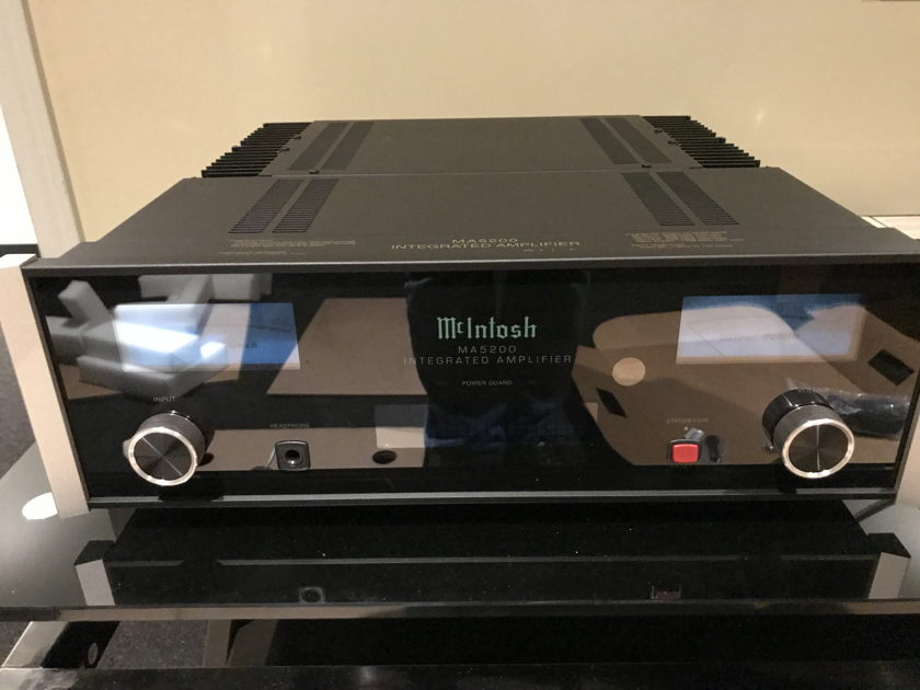 McIntosh Ma-5200 Perfect 3 months old