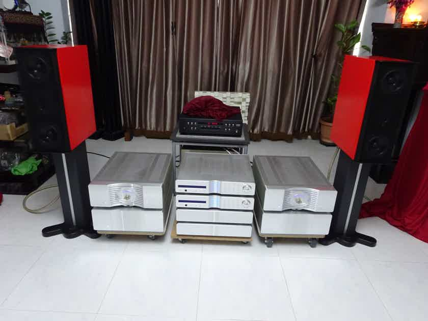 Gryphon Mojo in Red Color with original stands / Elac 4PI Plus.2 Super Tweeter