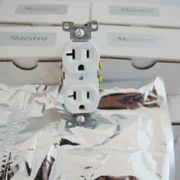 Maestro Outlet White