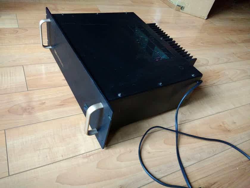 B&K ST-202 Amplifier