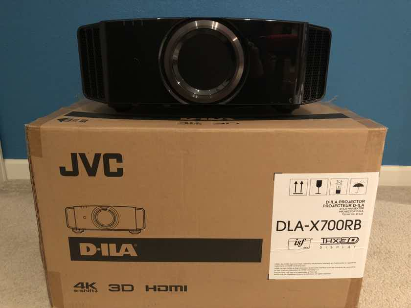 JVC DLA-X700R THX 3D Projector/ Price reduced 2nd time