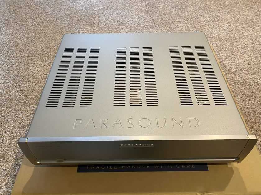 Parasound HALO A23+ power amp --  Like new with low hours!
