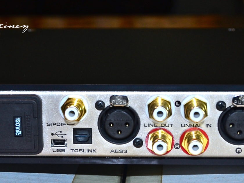 Grace Design m902 • Stereo Reference DAC & Headphone Amplifer! (w/remote)
