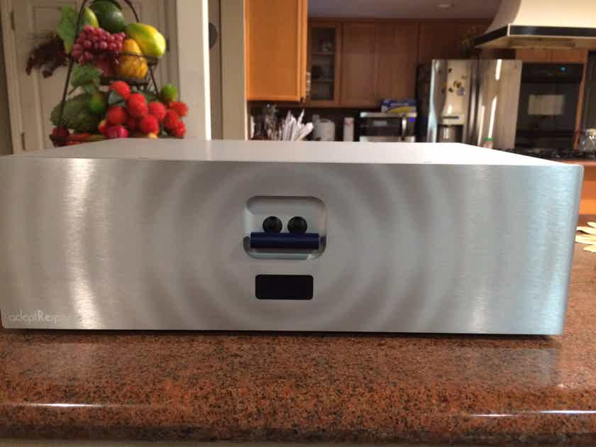 ADEPTRESPONSE aR12 12 Outlet power conditioner