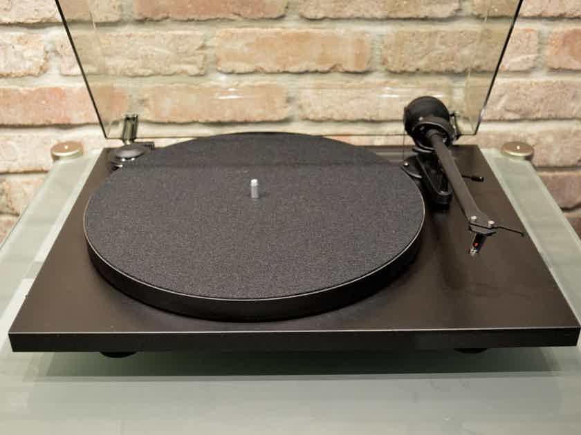 Pro-Ject Audio Systems Essential II Piano Black Turntable w/ Ortofon OM 10 Cartridge