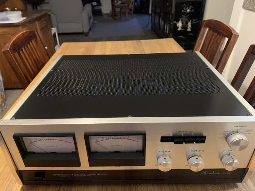 Accuphase P-300 AMPLIFIER  (LIKE NEW)