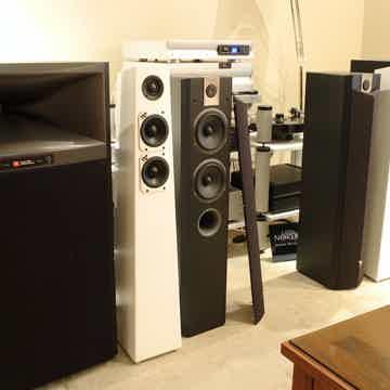 Chorus 714V Floor Standers