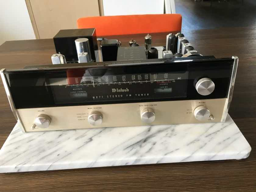 McIntosh MR-71 Tuner with McIntosh complimentary wooden case