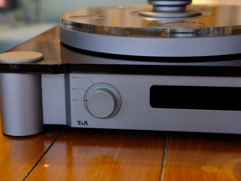 Turntable T+A G10 with RB900