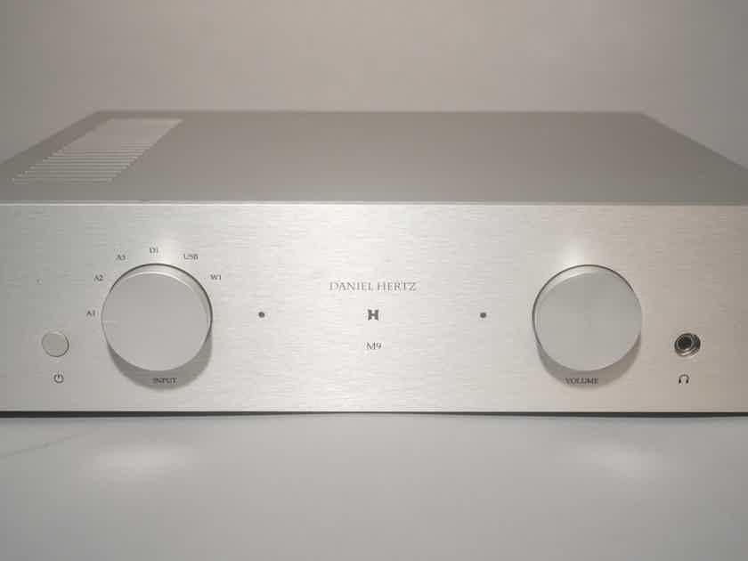 Daniel Hertz SA M9 Amplifier