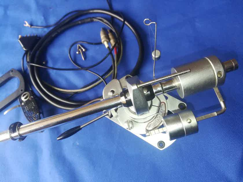 SME 3012 s2 complete Tonearn in perfect working order and good shape,with Shure V15,mounting on aluminum case