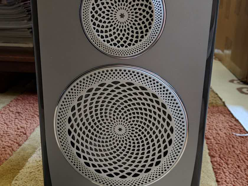 Paradigm Persona B (SINGLE speaker) in Sonic Silver Metallic finish with Truextent® Beryllium drivers