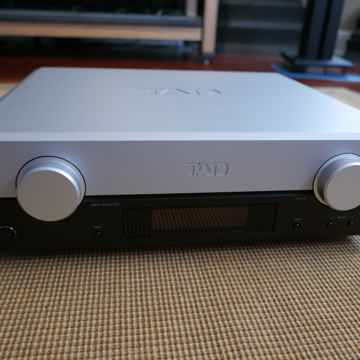 TAD LABS C2000 Analog Preamp w/DAC in great condition