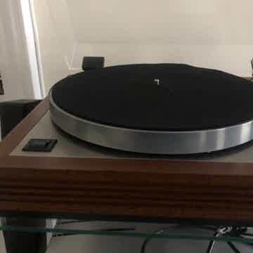 Linn LP-12 Sondek with tonearm. Koetsu cartridge not in...