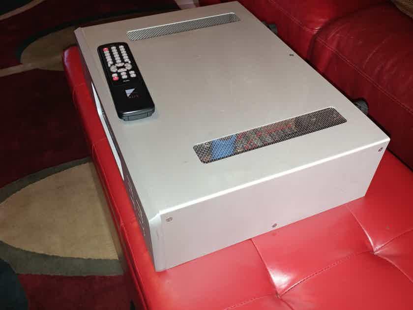 Ayre Acoustics AX-7e Evolution fully balanced integrated amp, fantastic SQ.