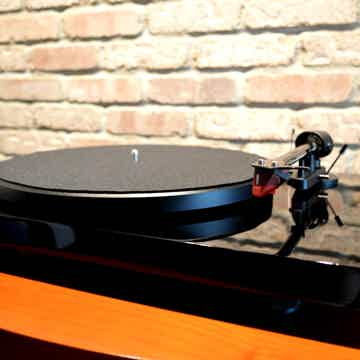 Pro-Ject Debut Carbon - Piano Black