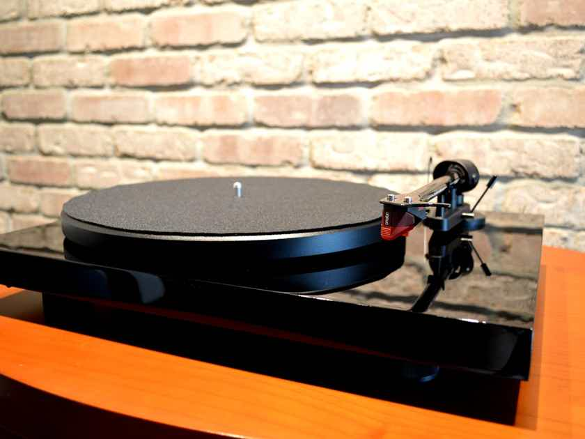 Pro-Ject Debut Carbon - Piano Black - Includes Ortofon 2M Red Cartridge and Dust Cover