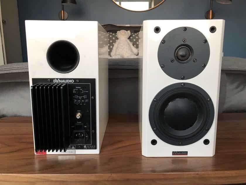 Dynaudio Focus 110A Active 100W 2-way Bookshelf Speakers, glossy white, in retail box