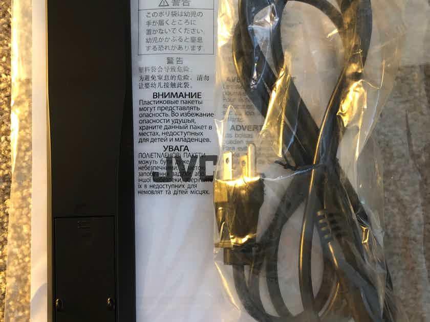 JVC  DLA-RS600U Reference Series 4K D-ILA Projector w/Warranty & Free Mount!