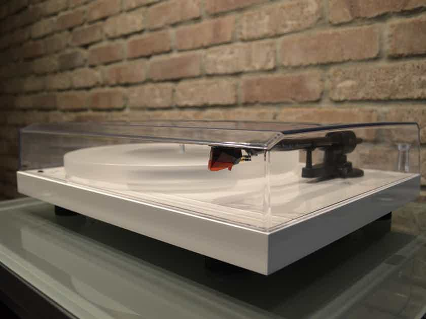 Pro-Ject Debut Carbon DC Esprit SB - Gloss White - Includes Ortofon 2M Red Cartridge