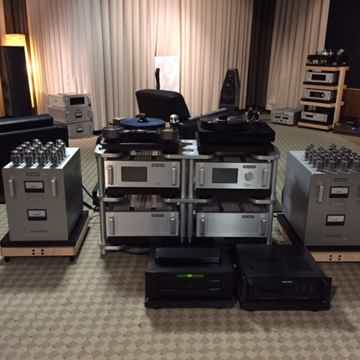 Audio Research Reference 750 Mono Block Amplifiers. Min...