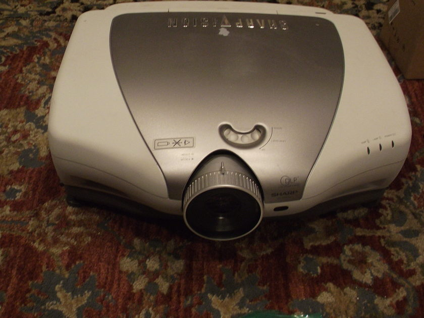 Sharp  XV-Z9000U Sharpvision Projector with extra's
