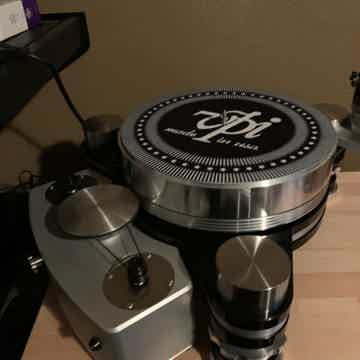 VPI Industries Avenger Reference Turntable With Lyra Et...