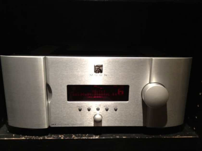 Simaudio MOON CP-8 Flagship Preamplifier/Processor and HDS-8 HDMI Switcher