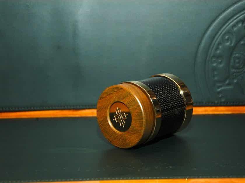 Dalby Audio Carbon Lignum Vitae D7-CBF  Carbon Fibre Isolation Feet (1 set of 3)
