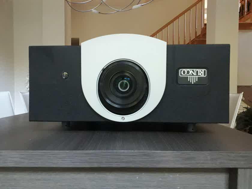 Runco Q-750i LED 1080P HD HOME THEATER PROJECTOR