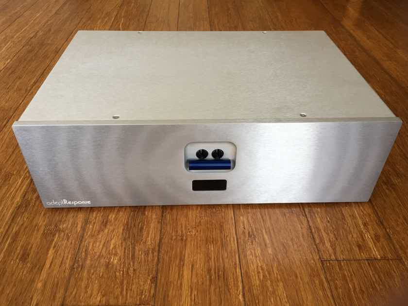 Audience AR-12 TSS High Resolution Power Conditioner