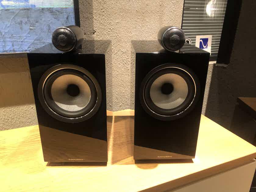 B&W  705 S2 Speakers MINT!