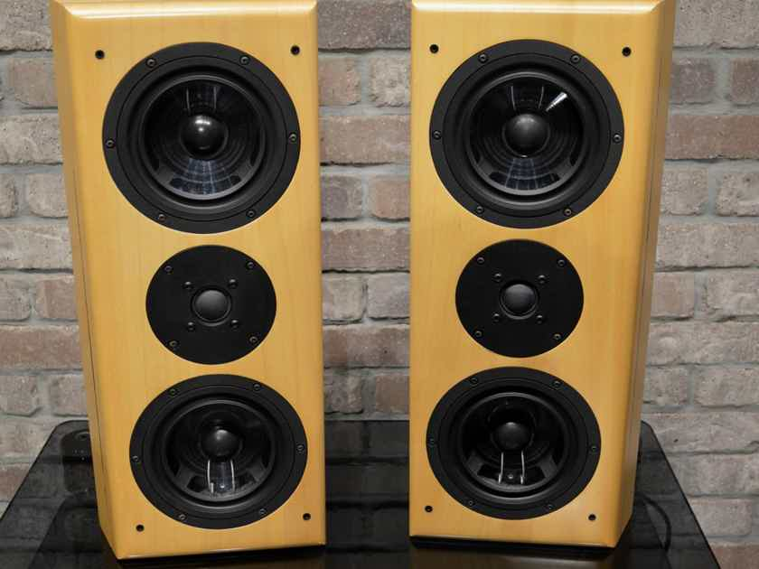 Vienna Acoustics Waltz - Bookshelf, Wall-mount, Versitle Premium Loudspeakers