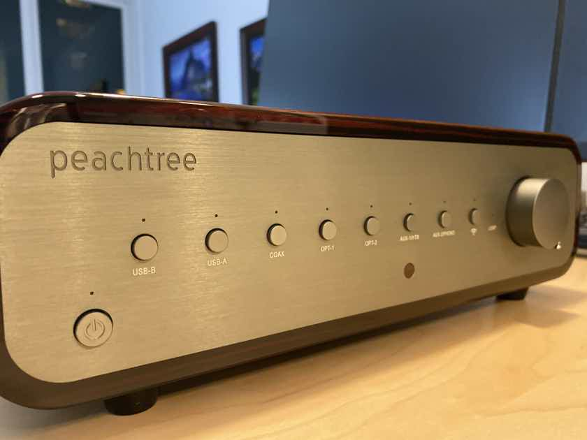Peachtree Audio Nova 500 - Gloss Ebony Mocha