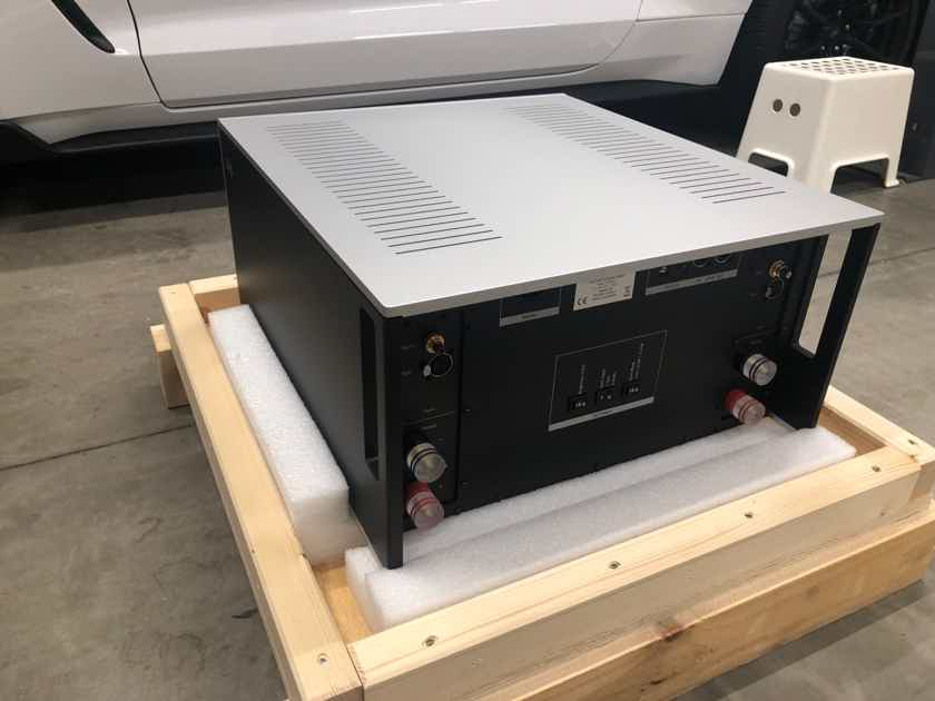 Soulution 711 - Reference Stereo Amp 9 Months Old and MINT...This is the one to buy!