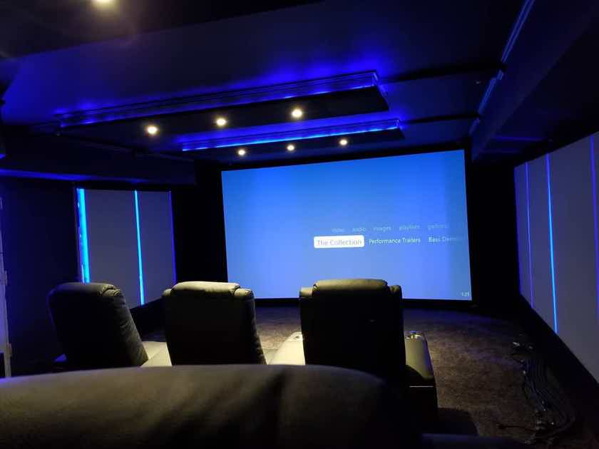 JVC DLA-RS520 4K eShift Projector