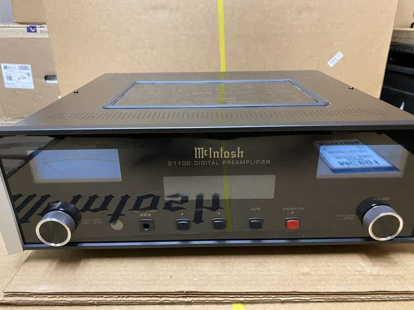 McIntosh  D1100 2 channel preamp