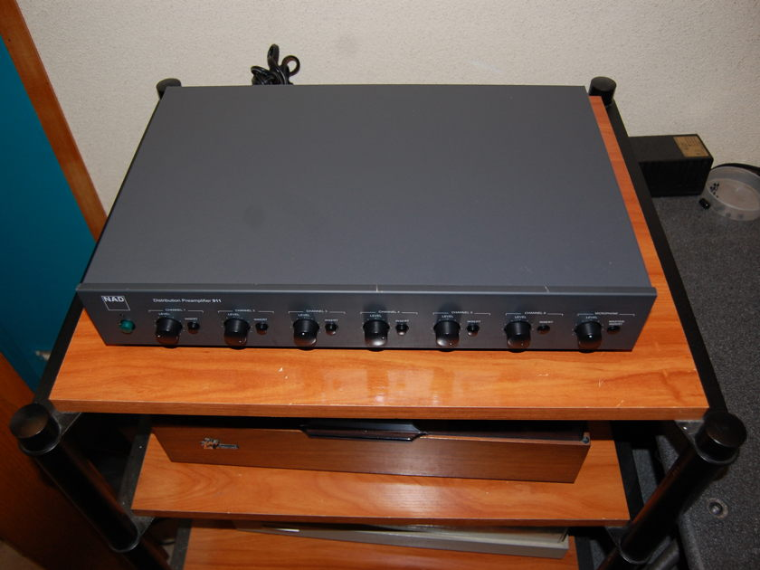 NAD Distribution Preamplifier  911